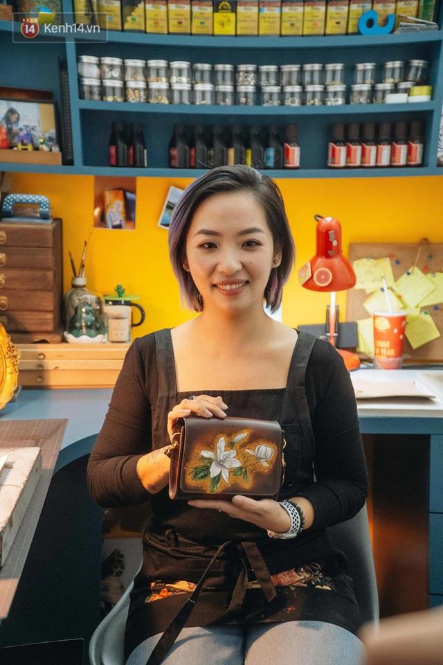 Bỏ công việc thiết kế, cô gái Hà Nội bắt đầu sự nghiệp điêu khắc kỳ lạ từ... miếng da vụn được cho - Ảnh 27.