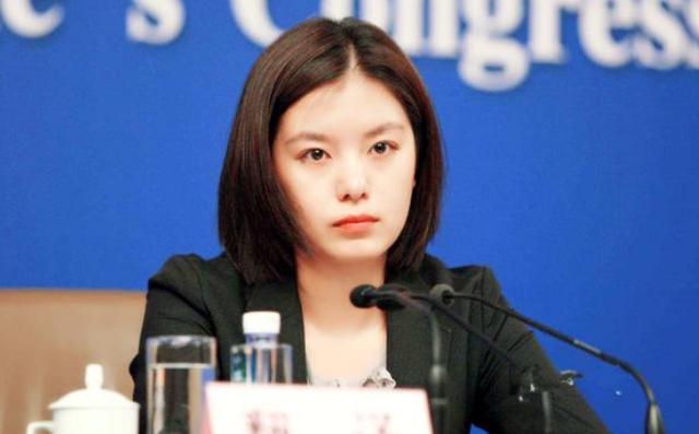 Nữ phiên dịch Trung Quốc xinh đẹp gây bão MXH: 8 năm trước từng dậy sóng vì giống Triệu Vy và những thành tích khiến ai cũng nể phục - Ảnh 4.