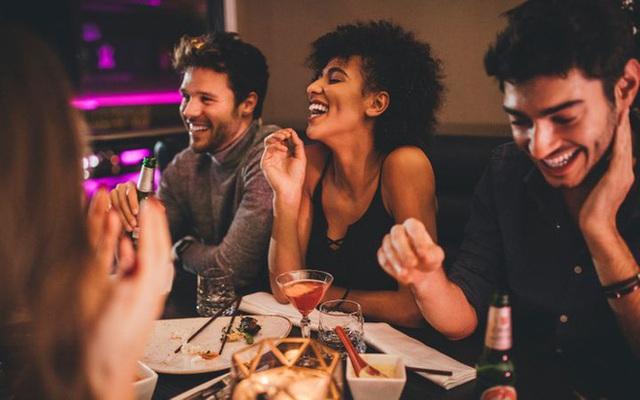 Ăn đêm có hại thế nào? Sự thật về giờ giới nghiêm của dạ dày bạn cần biết - Ảnh 3.