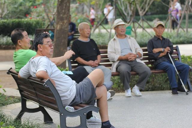 Trầm cảm tuổi mãn kinh - sát thủ vô hình đang giày vò hàng triệu phụ nữ trung niên ở Trung Quốc: Khi áp lực xã hội và gia đình trở nên quá sức trên vai - Ảnh 4.