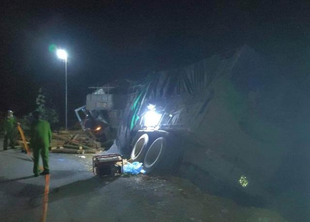 Danh tính 7 người tử vong trong vụ xe tải tông vào ta-luy  - Ảnh 1.