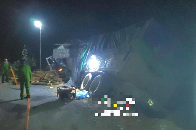 Hình ảnh mới nhất hiện trường vụ tai nạn xe tải làm 7 người ngồi trên cabin và thùng xe tử vong - Ảnh 14.