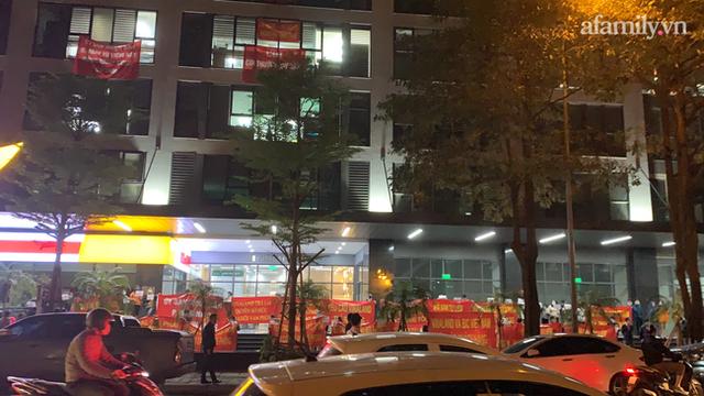 Hy hữu ở Hà Nội: Mua chung cư quận Cầu Giấy lại nhầm thành Nam Từ Liêm, chủ đầu tư im bặt, hàng trăm cư dân căng băng rôn yêu cầu đối thoại - Ảnh 3.