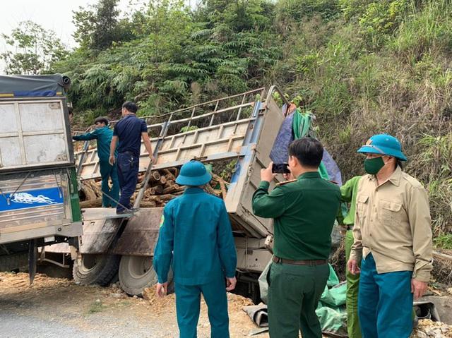 Hình ảnh mới nhất hiện trường vụ tai nạn xe tải làm 7 người ngồi trên cabin và thùng xe tử vong - Ảnh 3.