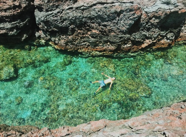 Lộ diện thêm 1 hồ bơi giữa biển đẹp xuất sắc ở Việt Nam, đến cả dân du lịch lâu năm cũng chưa chắc biết - Ảnh 4.