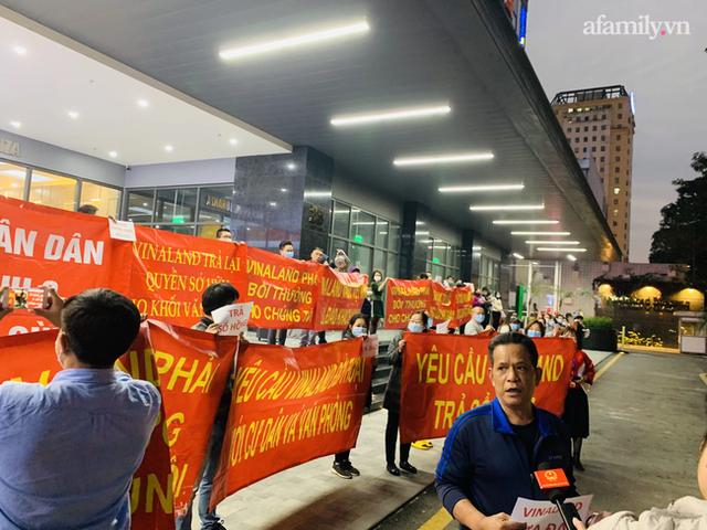 Hy hữu ở Hà Nội: Mua chung cư quận Cầu Giấy lại nhầm thành Nam Từ Liêm, chủ đầu tư im bặt, hàng trăm cư dân căng băng rôn yêu cầu đối thoại - Ảnh 6.