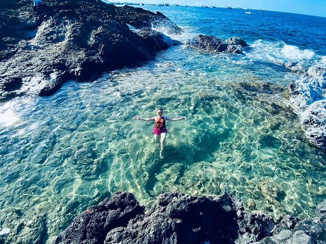 Lộ diện thêm 1 hồ bơi giữa biển đẹp xuất sắc ở Việt Nam, đến cả dân du lịch lâu năm cũng chưa chắc biết - Ảnh 6.