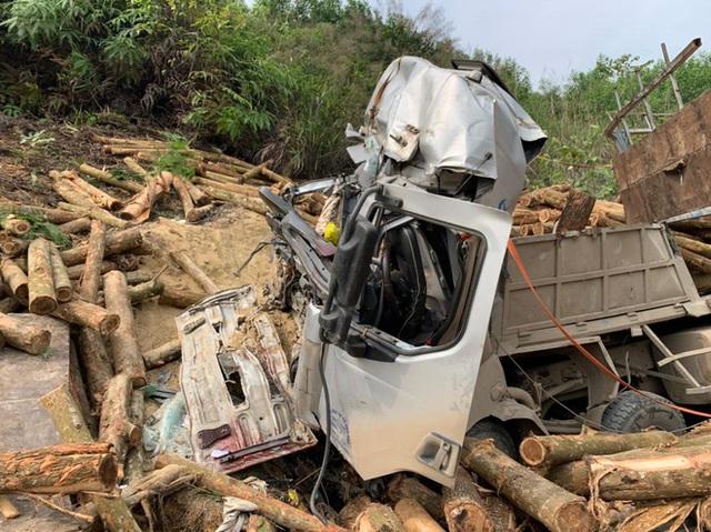 Hình ảnh mới nhất hiện trường vụ tai nạn xe tải làm 7 người ngồi trên cabin và thùng xe tử vong - Ảnh 6.