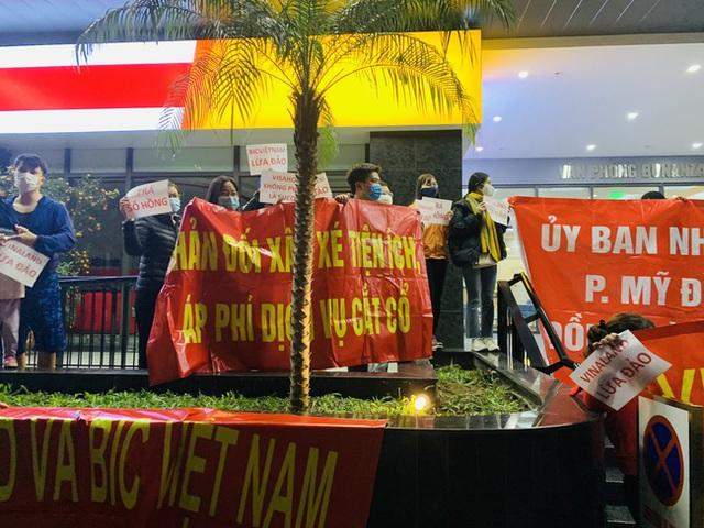 Hy hữu ở Hà Nội: Mua chung cư quận Cầu Giấy lại nhầm thành Nam Từ Liêm, chủ đầu tư im bặt, hàng trăm cư dân căng băng rôn yêu cầu đối thoại - Ảnh 7.