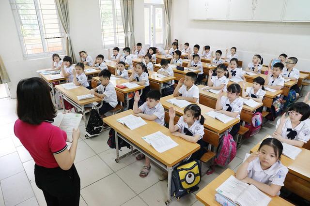 Con sắp vào lớp 1, mẹ Hà Nội lập hẳn bảng tiêu chí chọn trường tiểu học cho con, kèm theo đó là so sánh cực chi tiết về chi phí - Ảnh 2.