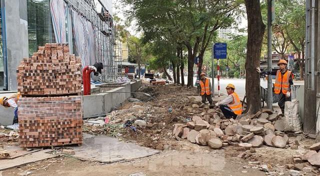 Cả nghìn mét vuông vỉa hè quận Hoàng Mai bị đào xới không phép - Ảnh 4.