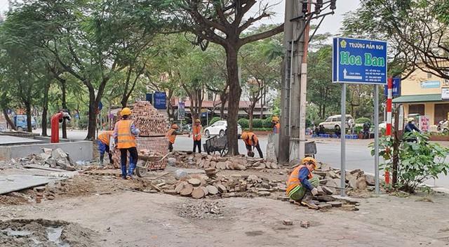 Cả nghìn mét vuông vỉa hè quận Hoàng Mai bị đào xới không phép - Ảnh 5.