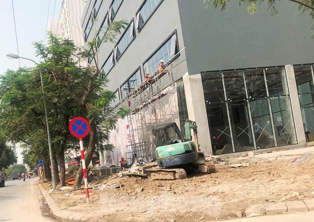 Cả nghìn mét vuông vỉa hè quận Hoàng Mai bị đào xới không phép - Ảnh 6.