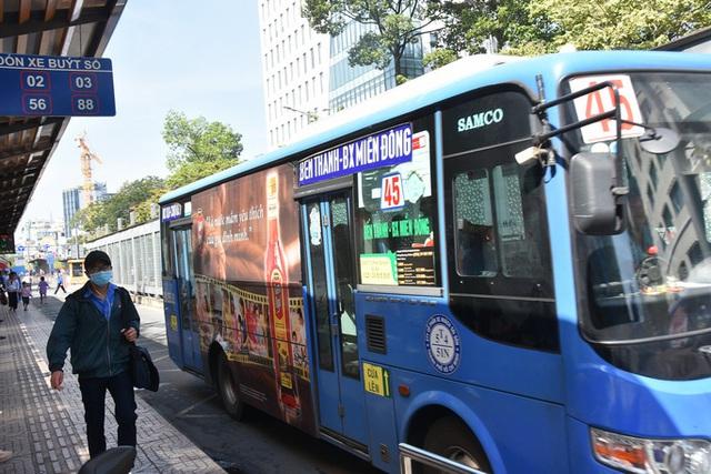 TP HCM không đồng ý đề xuất ngưng quảng cáo trên xe buýt  - Ảnh 1.