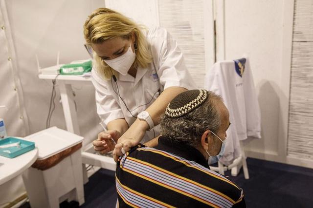 TS người Việt tại Mỹ viết về cuộc đua gay gắt nhằm phát triển vaccine chống biến thể COVID-19: Đơn giản mà không đơn giản! - Ảnh 4.