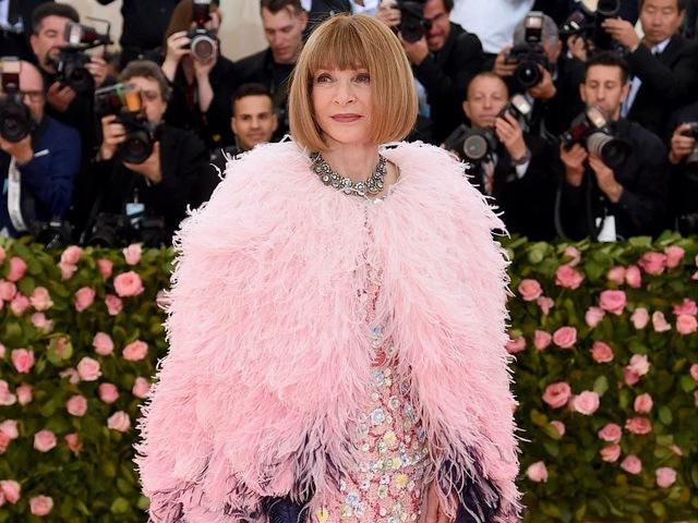 Anna Wintour – bà đầm thép của tạp thời trang danh tiếng Vogue: Vừa được tung hô như một danh nhân vừa bị chỉ trích như kẻ kỳ quặc, nhưng tài năng là điều không thể phủ nhận - Ảnh 1.