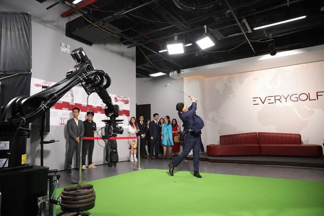 Cầu nối mới cho các golfer và những người mong muốn tiếp cận môn thể thao doanh nhân  - Ảnh 1.