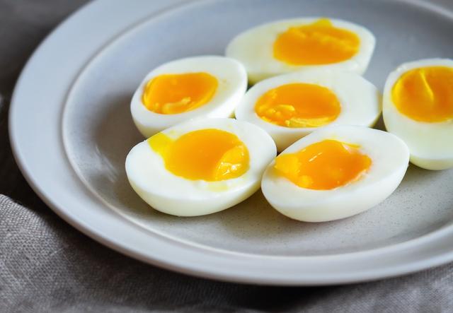 Người Việt cần từ bỏ thói quen ăn trứng luộc như thế này kẻo gây ngộ độc hoặc khiến món ăn mất sạch dinh dưỡng - Ảnh 2.