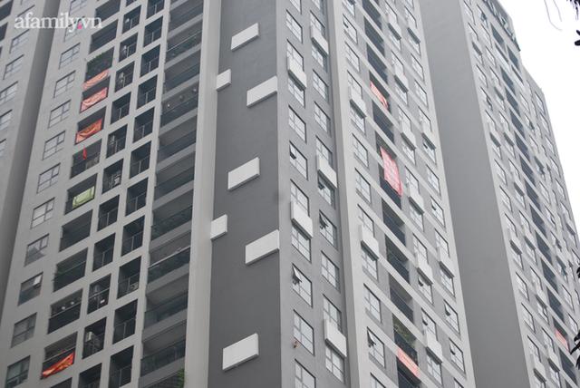Khốn khổ vì mua phải chung cư treo Cầu Giấy bán Nam Từ Liêm: Chủ đầu tư vẫn im lặng, hàng trăm cư dân tiếp tục diễu hành yêu cầu thanh tra - Ảnh 2.