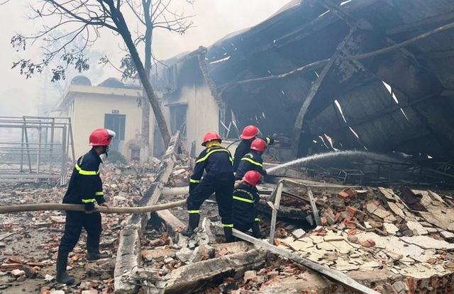 Cháy lớn tại nhà máy may IVORY ở Thanh Hóa  - Ảnh 2.
