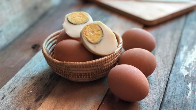 Người Việt cần từ bỏ thói quen ăn trứng luộc như thế này kẻo gây ngộ độc hoặc khiến món ăn mất sạch dinh dưỡng - Ảnh 3.