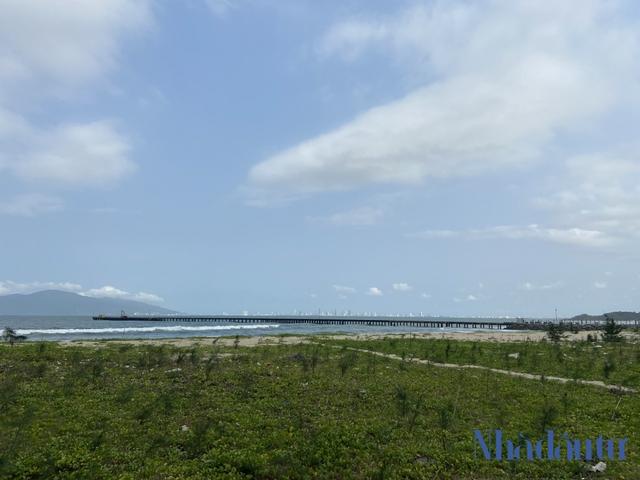Hiện trạng nơi sẽ được xây dựng Bến cảng Liên Chiểu hơn 3.400 tỷ đồng - Ảnh 1.