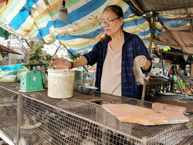 Giá chuột đồng trên cả thịt heo, có thời điểm 120.000 đồng/kg  - Ảnh 1.