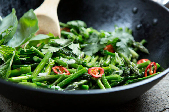 Các loại rau xanh đậm rất ngon và bổ dưỡng, nhưng 2 đối tượng này cần cẩn trọng khi ăn kẻo khiến bệnh thêm nặng - Ảnh 3.