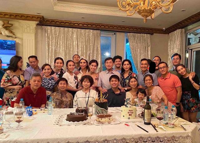 Tỷ phú Johnathan Hạnh Nguyễn xuất hiện với 3 thiếu gia, không còn tấm ảnh nào giàu sang hơn thế! - Ảnh 4.
