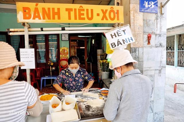 Hàng bánh tiêu CHẢNH nhất Việt Nam - mua được hay không là do nhân phẩm, dù chưa kịp mở cửa đã chính thức hết bánh khiến cả Vũng Tàu tới Sài Gòn phải xôn xao! - Ảnh 2.