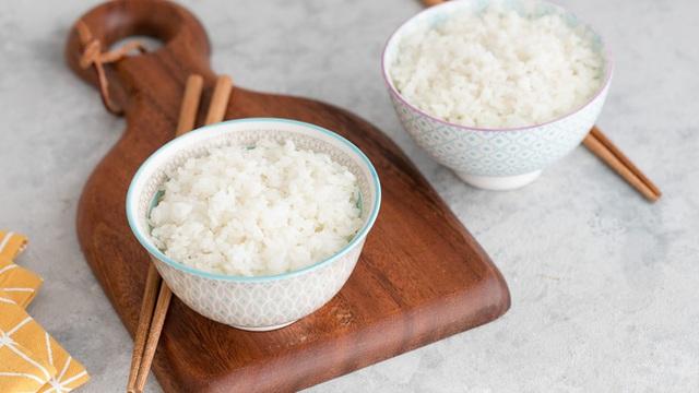 Chuyên gia Ấn Độ khuyên ngâm gạo trước khi nấu cơm: Lợi ích bất ngờ và 4 bước ngâm gạo đúng cách - Ảnh 2.