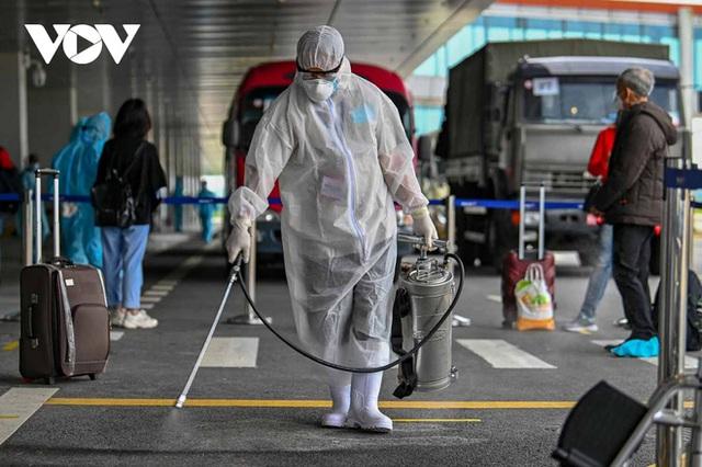 Bên trong nhà ga quốc tế Vân Đồn ngày đầu đón khách sau phong tỏa - Ảnh 2.