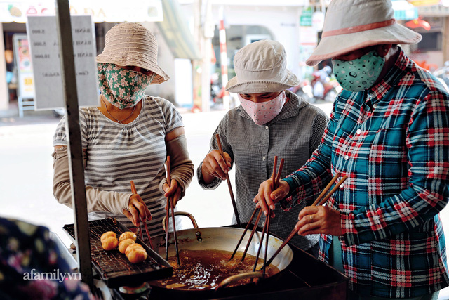 Hàng bánh tiêu CHẢNH nhất Việt Nam - mua được hay không là do nhân phẩm, dù chưa kịp mở cửa đã chính thức hết bánh khiến cả Vũng Tàu tới Sài Gòn phải xôn xao! - Ảnh 14.