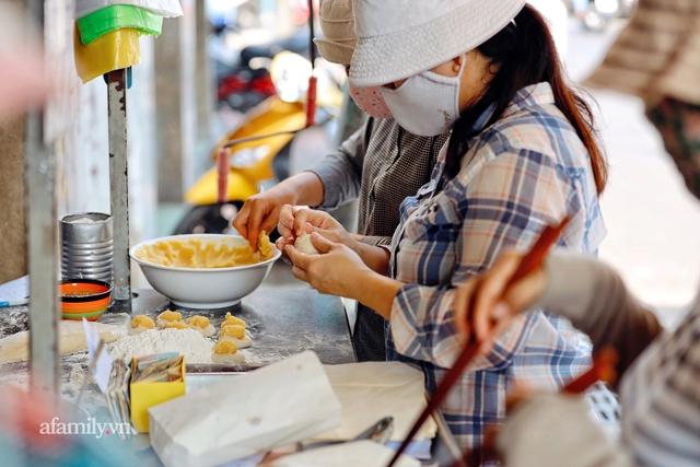Hàng bánh tiêu CHẢNH nhất Việt Nam - mua được hay không là do nhân phẩm, dù chưa kịp mở cửa đã chính thức hết bánh khiến cả Vũng Tàu tới Sài Gòn phải xôn xao! - Ảnh 20.