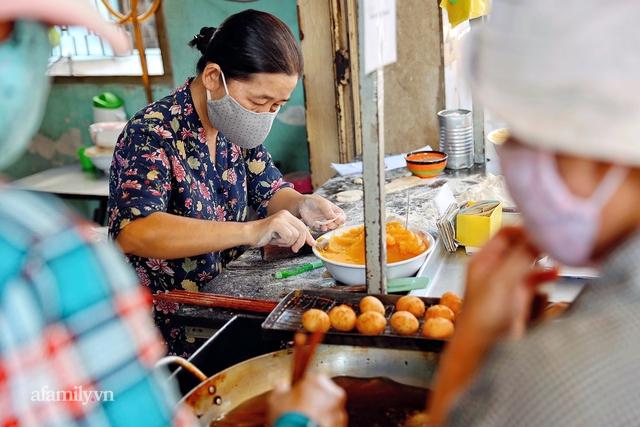 Hàng bánh tiêu CHẢNH nhất Việt Nam - mua được hay không là do nhân phẩm, dù chưa kịp mở cửa đã chính thức hết bánh khiến cả Vũng Tàu tới Sài Gòn phải xôn xao! - Ảnh 3.