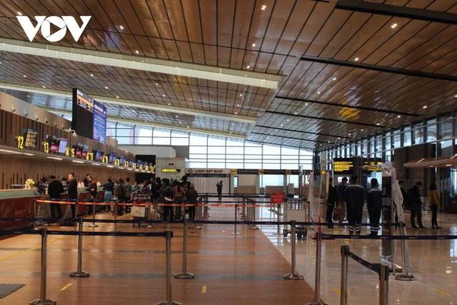 Bên trong nhà ga quốc tế Vân Đồn ngày đầu đón khách sau phong tỏa - Ảnh 3.