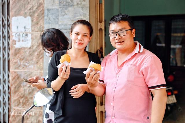 Hàng bánh tiêu CHẢNH nhất Việt Nam - mua được hay không là do nhân phẩm, dù chưa kịp mở cửa đã chính thức hết bánh khiến cả Vũng Tàu tới Sài Gòn phải xôn xao! - Ảnh 26.