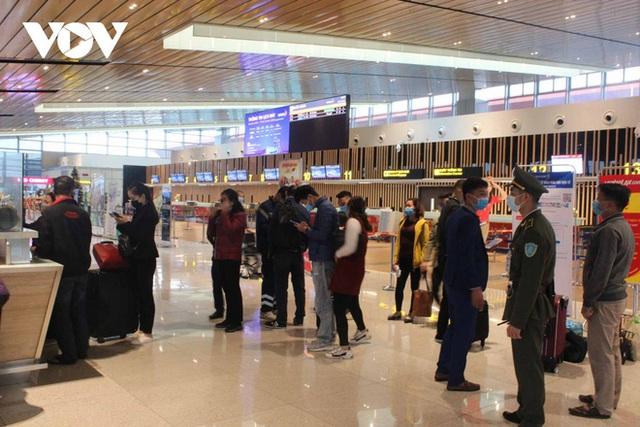 Bên trong nhà ga quốc tế Vân Đồn ngày đầu đón khách sau phong tỏa - Ảnh 4.
