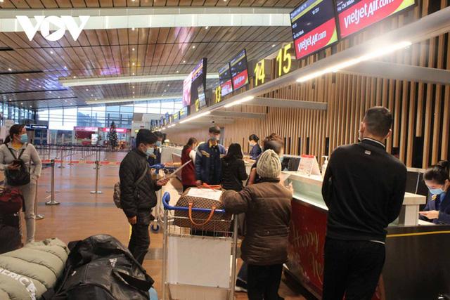 Bên trong nhà ga quốc tế Vân Đồn ngày đầu đón khách sau phong tỏa - Ảnh 5.