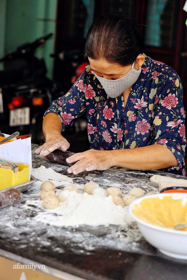Hàng bánh tiêu CHẢNH nhất Việt Nam - mua được hay không là do nhân phẩm, dù chưa kịp mở cửa đã chính thức hết bánh khiến cả Vũng Tàu tới Sài Gòn phải xôn xao! - Ảnh 8.