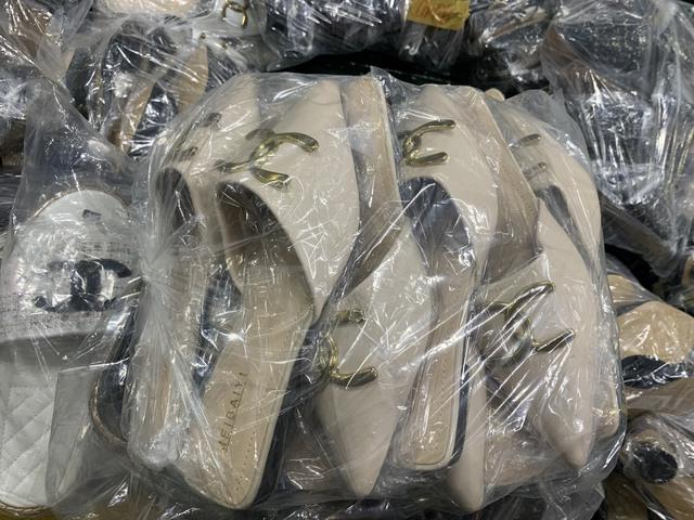 Hà Nội: Phát hiện kho giày dép khủng giả mạo các nhãn hiệu nổi tiếng thế giới, chuyên bán livestream - Ảnh 4.