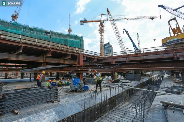 [Ảnh] Cận cảnh ga ngầm metro có giếng trời xuyên xuống lòng đất giữa trung tâm Sài Gòn - Ảnh 2.