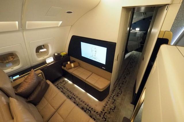 3 chiếc giường đắt đỏ cung cấp không gian ông hoàng trên bầu trời với giá tới hàng tỷ đồng/chuyến đi - Ảnh 2.