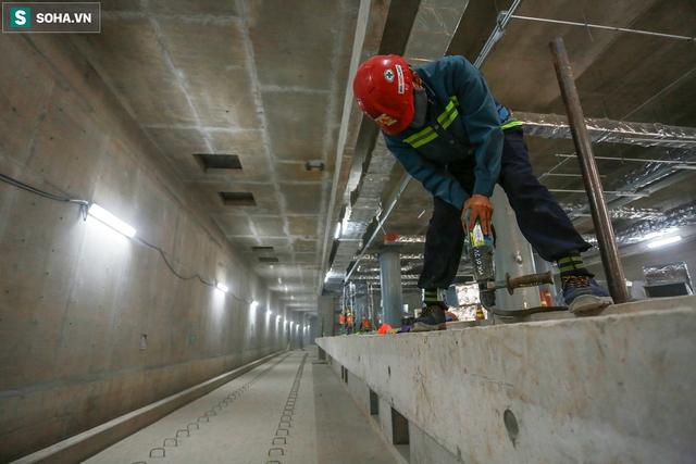 [Ảnh] Cận cảnh ga ngầm metro có giếng trời xuyên xuống lòng đất giữa trung tâm Sài Gòn - Ảnh 12.