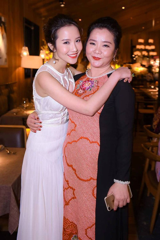 Đọ sắc những bà mẹ đại gia của hội rich kid: Bà trùm hàng hiệu Thủy Tiên sở hữu thần thái đỉnh cao, mẹ Phan Thành bí ẩn nhất Sài thành - Ảnh 12.