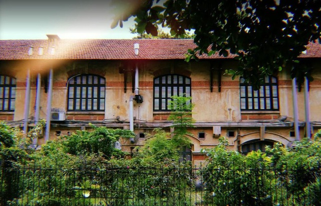 Hanoi has a prestigious university: If you want to pass the exam, you must study very buffalo, the architecture is beautiful, just like an old castle - Photo 15.