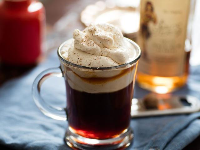 Vì sao không nên pha cà phê với sữa đặc, đường trắng? Top 5 nguyên liệu pha cà phê tồi tệ nhất - Ảnh 4.