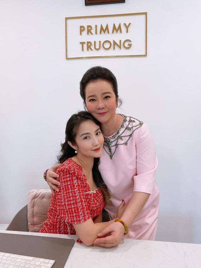 Đọ sắc những bà mẹ đại gia của hội rich kid: Bà trùm hàng hiệu Thủy Tiên sở hữu thần thái đỉnh cao, mẹ Phan Thành bí ẩn nhất Sài thành - Ảnh 6.