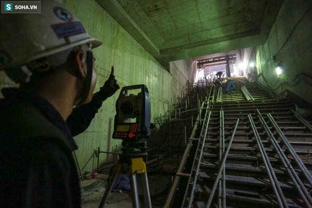 [Ảnh] Cận cảnh ga ngầm metro có giếng trời xuyên xuống lòng đất giữa trung tâm Sài Gòn - Ảnh 9.