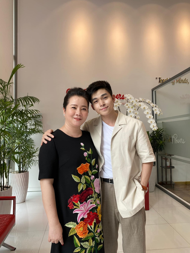 Đọ sắc những bà mẹ đại gia của hội rich kid: Bà trùm hàng hiệu Thủy Tiên sở hữu thần thái đỉnh cao, mẹ Phan Thành bí ẩn nhất Sài thành - Ảnh 9.